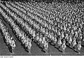 Fotothek df roe-neg 0001393 004 Frauen in Reihe bei Sportvorführung.jpg