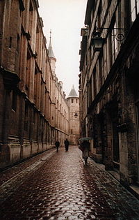 Rue St-Romain on a rainy day in Rouen