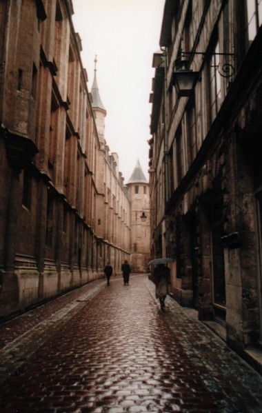 http://upload.wikimedia.org/wikipedia/commons/thumb/c/c5/France_Rouen_Rue-St-Romain.jpg/380px-France_Rouen_Rue-St-Romain.jpg
