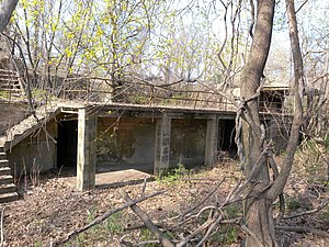 Fort Totten (Queens) - Image: Ft Totten overgrown jeh