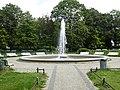 Gesundbrunnen Brunnenschale mit Fontäne am Brunnenplatz-002.jpg