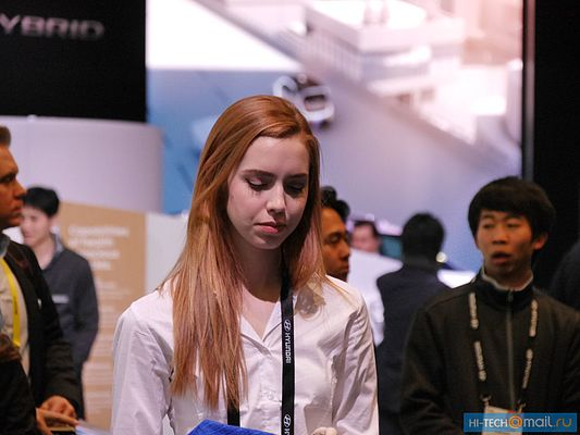 Girl of CES 2017 13.jpg