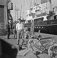 Goudbuit afbeelding van de Zaanstroom Matrozen van het schip, Bestanddeelnr 915-2410.jpg