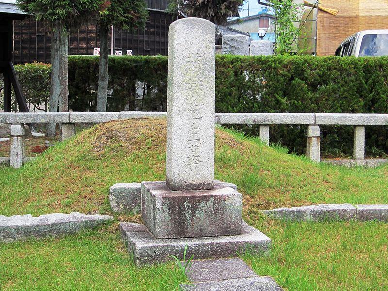 ファイル:Grave of Toju Nakae.jpg