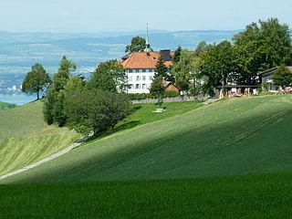 https://upload.wikimedia.org/wikipedia/commons/thumb/c/c5/Gubel_Kloster02.jpg/320px-Gubel_Kloster02.jpg