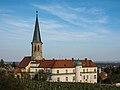 Gumpoldskirchen Kirche und Schloss 01.JPG