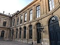 Hôtel d'Évreux, cour 04.jpg