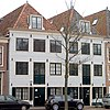 foto van Gepleisterde 18e-eeuwse pakhuisgevel voor wellicht ouder pand