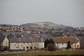 Housing and Hill o' Beath - geograph.org.uk - 739504.jpg