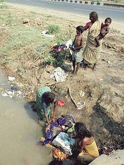 Gambaran kemiskinan di Mumbai , India oleh Antônio Milena/ABr .