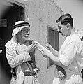 Inenting van een vluchteling in het vluchtelingen kamp Jalazoune nabij Ramallah, Bestanddeelnr 255-5740.jpg