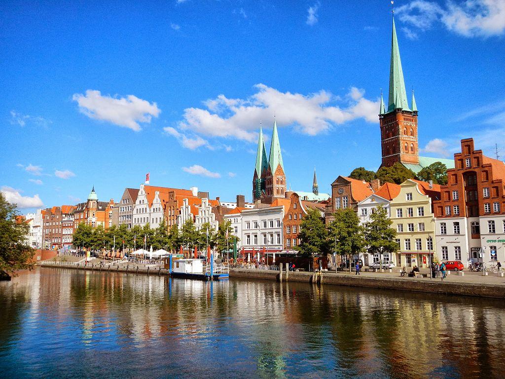 Malerwinkel, Blick auf die Altstadt Lübeck, Germany - panoramio (24)