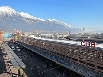 Innsbruck Hauptbahnhof - View of the Südtiroler Platz and the station building from the south.