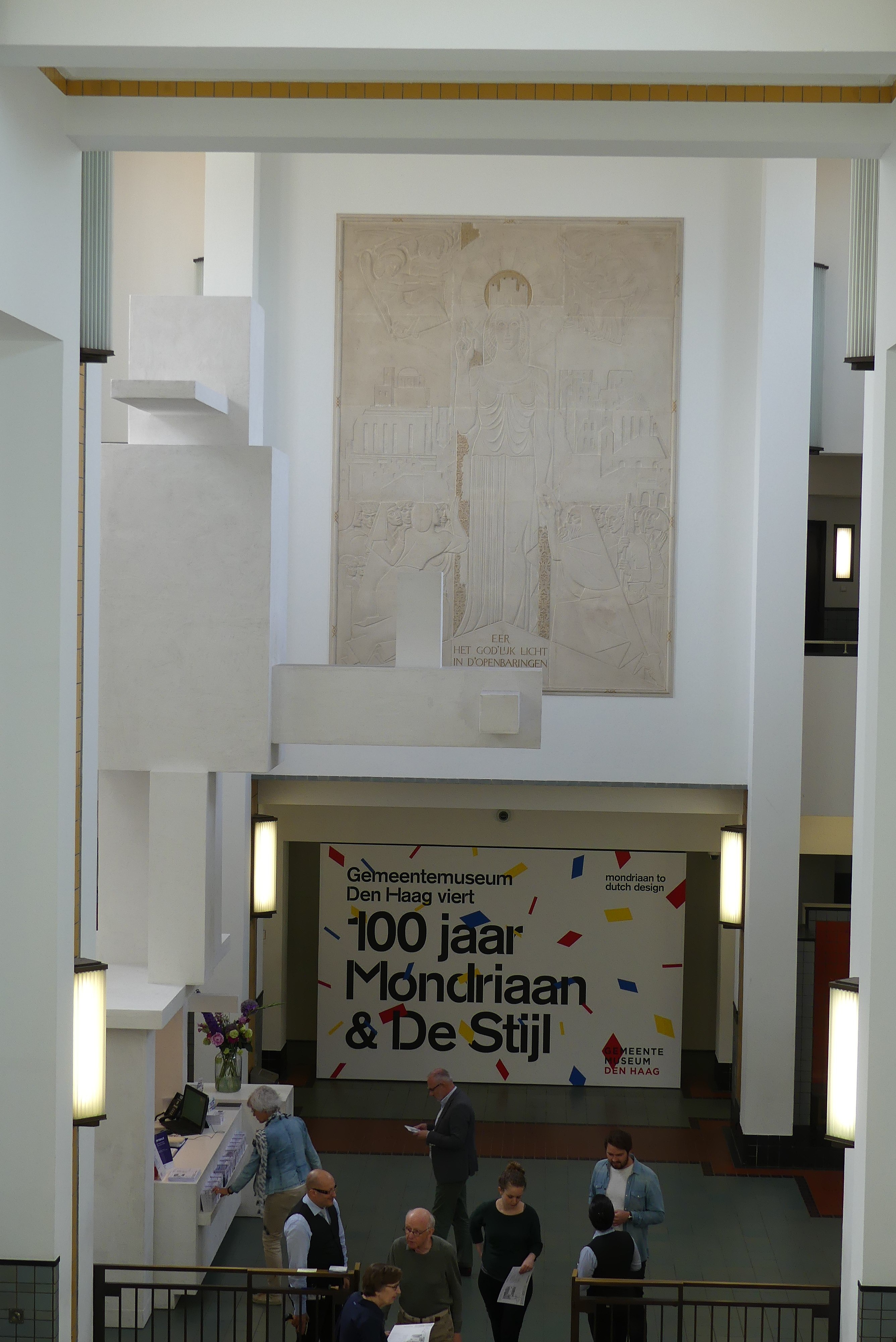 File:Interieur Gemeentemuseum Den Haag P1040975.jpg - Wikimedia Commons