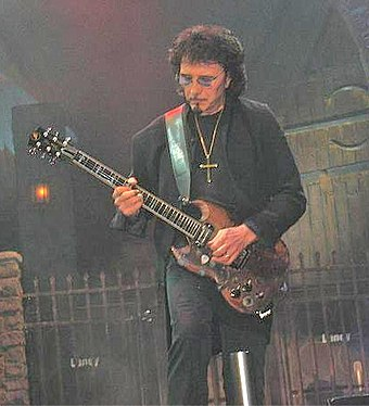 Tony Iommi in 2007 with Heaven & Hell Iommi at the Forum.jpg