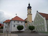 Irlbach-Rathaus-Kirche.jpg