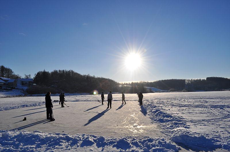File:Ishockey pa soen i Langa, Ane Cecilie Blichfeldt.jpg