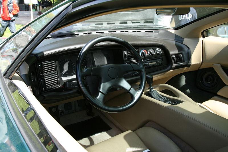 *Montage pas-à-pas* Jaguar XJ 220 [Revell 1/24] 800px-Jaguar_XJ220_%281994%29_interior