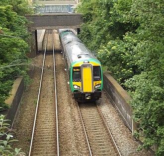 Birmingham to Worcester via Kidderminster line - Image: Jewellery Line Roebuck Lane, Smethwick London Midland 172 222 (7187498771) (2)