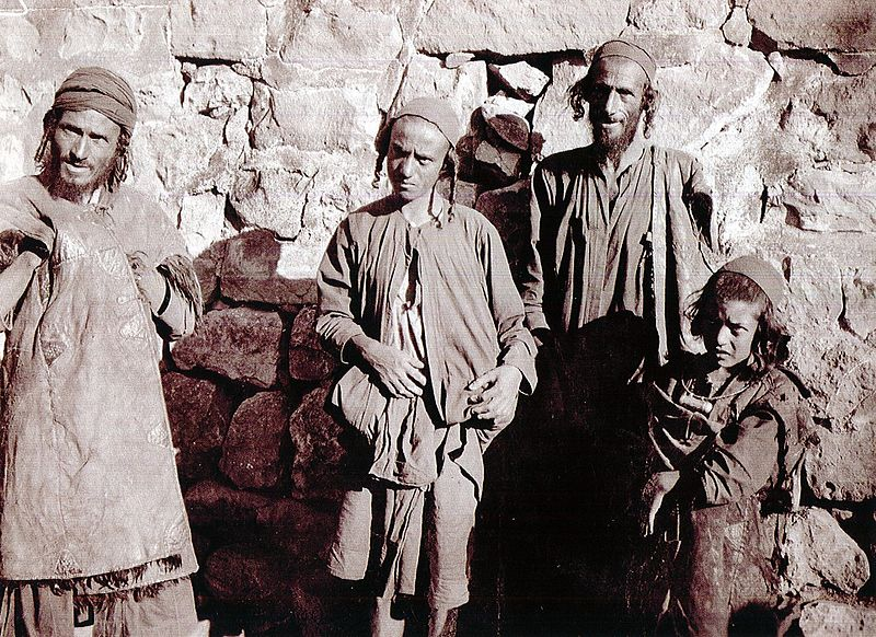 File:Jews of Maswar (Yemen), 1902.jpg
