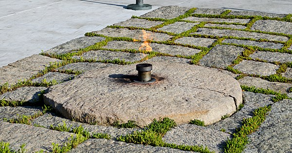 John F. Kennedy Eternal Flame memorial John F Kennedy eternal flame after 2013 upgrade - 2013-05-30.jpg