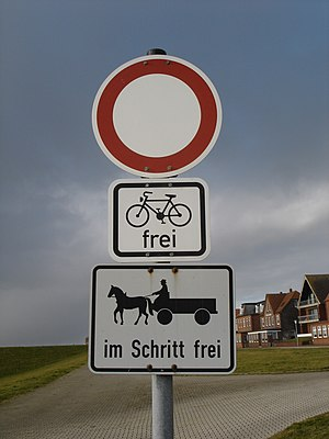 Juist - Juist rules of the road: no entry except for bicycles and horse-drawn carriages proceeding at walking pace