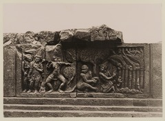 KITLV 40029 - Kassian Céphas - Reliefs on the terrace of the Shiva temple of Prambanan near Yogyakarta - 1889-1890.tif