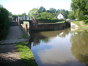Kingswood Junction lock 20.jpg