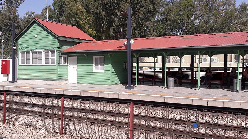 Kiryat Motzkin Railway station