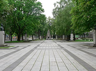 Vytautas the Great War Museum - Square commemorating Lithuanian national renaissance figures with the Tomb of the Unknown Soldier in the middle