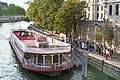 L'embarquement quai des Orfèvres sur l'île de la Cité, Paris 2019.jpg