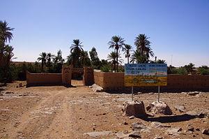 Iriqui National Park - Image: L'Oasis sacrée d'oum Lâalag (signpost)
