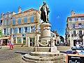 Langres. Statue de Diderot.jpg