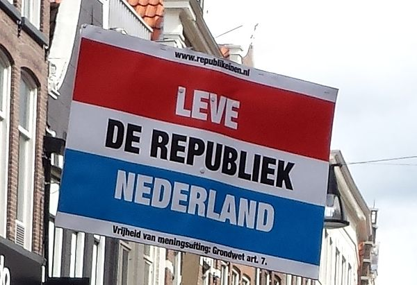 "NRG protest sign on King's Day 2016 in Zwolle: ""Long live the Republic of the Netherlands"" Leve de Republiek Nederland.jpg"