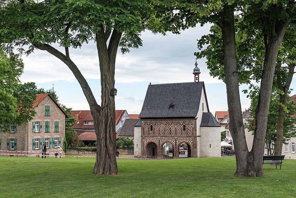 Karolingische Torhalle (Ansicht von Osten), eine der Sehenswürdigkeiten in Lorsch (20170609 003)