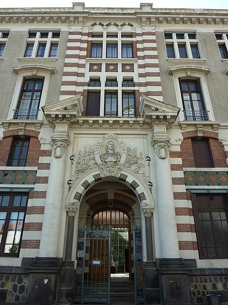 Fichier:Lycee Jeanne d'Arc (entrance).jpg