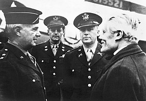 John Christmas Møller - John Christmas Møller speaking with OSS-officers, october 1945