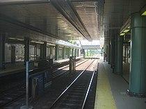 MBTA Revere Beach station in 2006.jpg
