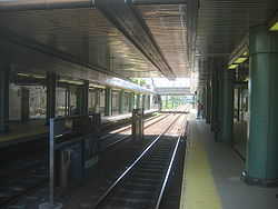 MBTA Revere Beach station in 2006.jpg