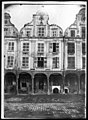 Maison - Façades des maisons de la Grande Place - Arras - Médiathèque de l'architecture et du patrimoine - APDU001331.jpg