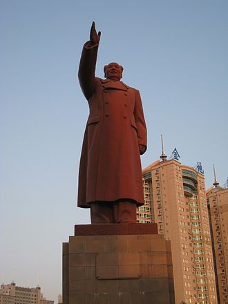 Cult of personality - Image: Maozhedong statue
