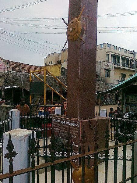 படிமம்:Maruthupandiyar-memorial.jpg