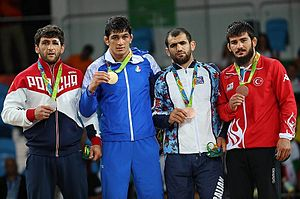 Wrestling at the 2016 Summer Olympics – Men's freestyle 74 kg - Image: Medalists at the Men's 74 kg freestyle Rio 2016