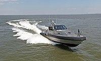 Metal Shark 45 Defiant Militärpatrouillenboot Water-Jet.jpg