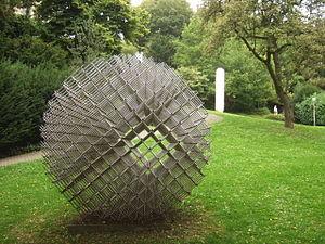 François Morellet - François Morellet, Sphere - Matter 1962, Skupturengarten Abteiberg Museum in Mönchengladbach