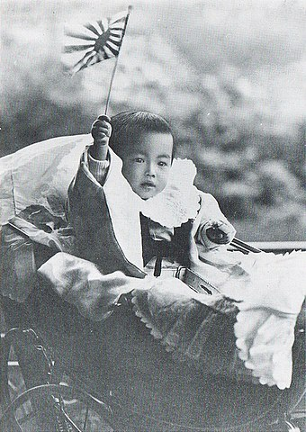 Hirohito in 1902 as an infant Michi-no-miya Hirohito 1902.jpg