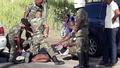 Militaire Politie houdt CIVDer aan - YouTube 0-15.png