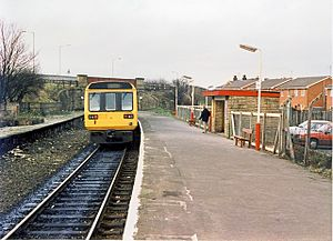 Milnrow tram stop - Image: Milnrow railway station in 1989