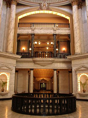 Mississippi State Capitol - Image: Mississippi State New Capitol Building second floor looking forward