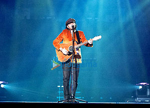 Mohit Chauhan - Mohit Chauhan performing at the Times Of India Film Awards 2013 (TOIFA)